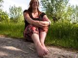 Kayleigh wandelt al 10 jaar zonder schoenen: 'Meer contact met aarde'