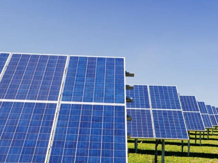 Nettoyer vos panneaux solaires ou non? Voici comment vous pouvez augmenter leur rendement