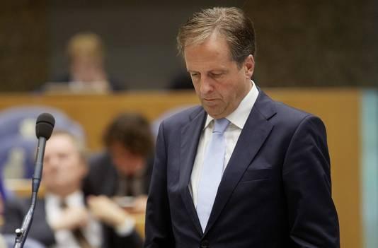 Pechtold eiste van Wilders afstand te nemen van de NSB-vlaggen en Hitlergroeten die vorige week werden getoond bij een bijeenkomst van de partij