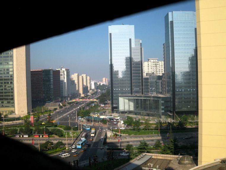 Zicht vanaf de negende verdieping van Hotel Poly Plaza, gelegen bovenop de Tweede Ringweg. Waar is die pollutie? Beeld UNKNOWN