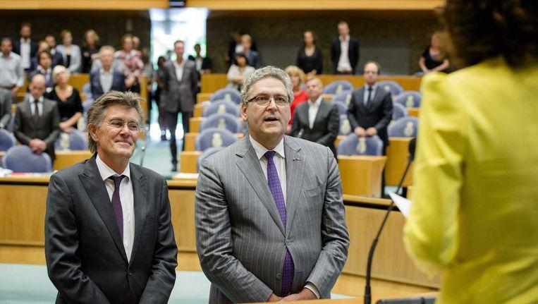 PvdA-Kamerlid Henk Leenders en Henk Krol tijdens hun beëdiging in de Tweede Kamer. Beeld anp