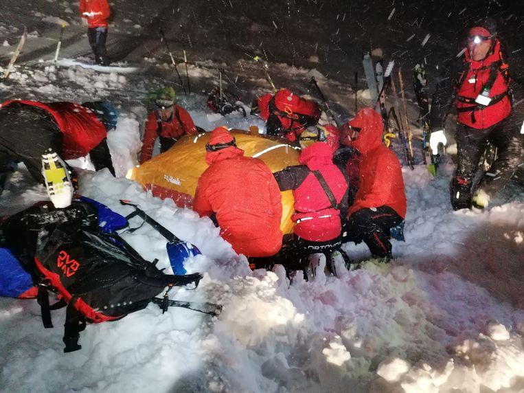 Beelden van de reddingsactie van de 26-jarige Oostenrijkse skiër.