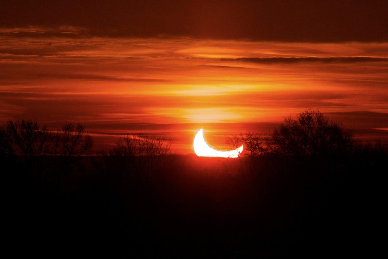 Een gedeeltelijke zonneverduistering in 2011, gekiekt in Mechelen.