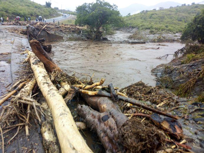 Vooral in West Potok County is de schade aanzienlijk door de aardverschuivingen en overstromingen.