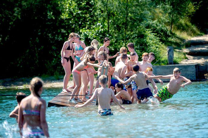 Groep 8 van de basisschool de Wegwijzer sluit het jaar nog mooi af op speeleiland Zandziebar in Slijk-Ewijk.