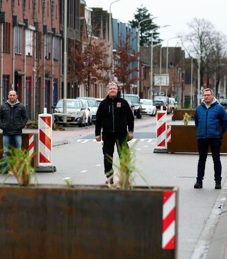 Bredaseweg dolblij met bloembakken in de straat: 'Zonder corona hadden we er een feest voor gegeven'