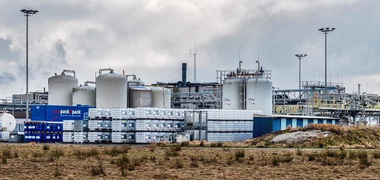 Het chemische complex van Sachem Europe B.V. in Zaltbommel, dat er chemische producten maakt voor de elektronica-, papier- en farmaceutische industrie Beeld Raymond Rutting / de Volkskrant