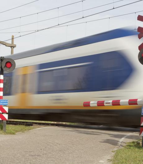 Agent redt vrouw met gevaar voor eigen leven: 'Ze zat op nog geen halve meter van het spoor'