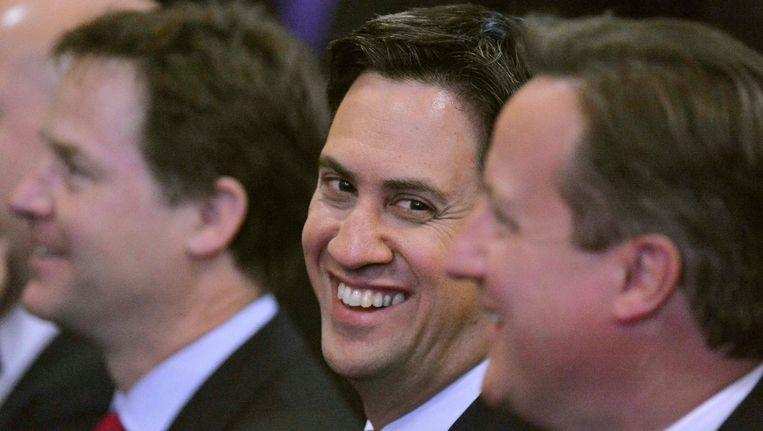De Britse premier David Cameron (R), oppositieleider Ed Miliband (M) en vicepremier Nick Glegg (L) Beeld REUTERS