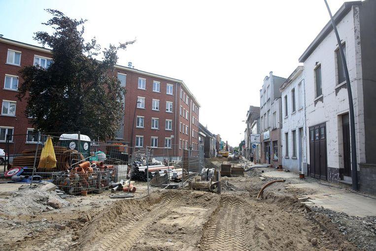 De werken in de Fabriekstraat (foto) zijn nog niet klaar, maar intussen wordt er wel al op de Paul Gilsonlaan gewerkt.