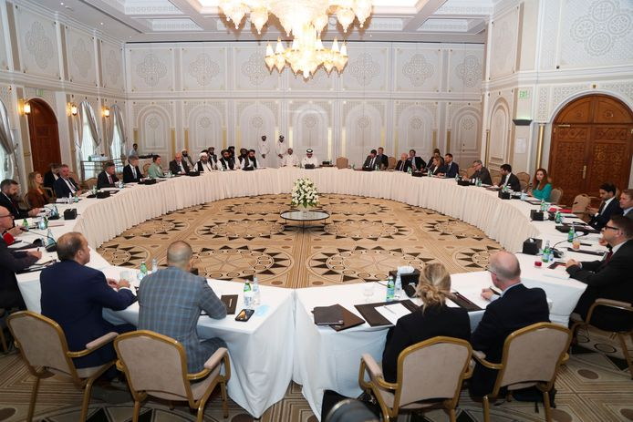 Een afvaardiging van de taliban overlegde gisteren met onderhandelaars uit Europa en de Verenigde Staten in Doha, de hoofdstad van Qatar. Foto reuters