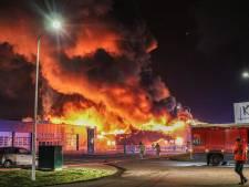 Uitslaande brand op industrieterrein in Swifterbant: bedrijfspand gaat in vlammen op