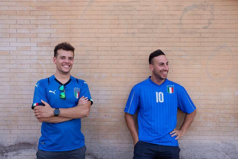 Sottile en Angelico vertrokken vanochtend vroeg uit Catania om de wedstrijd in Rome te kijken, maar tot hun teleurstelling zijn de kaarten voor toegang tot de fanzone tijdens de wedstrijd al op. Beeld Giulio Piscitelli
