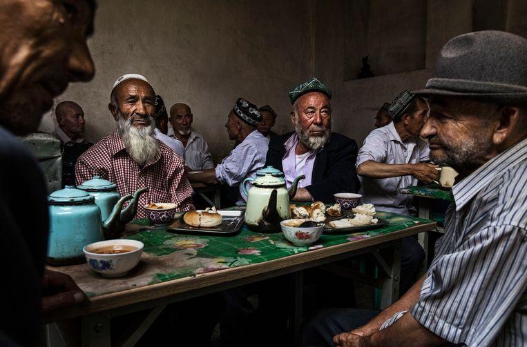China heeft in de laatste drie jaar 380 interneringskampen gebouwd in de noordwestelijke regio Xinjiang voor de islamitisch etnische minderheid van het land, de Oeigoeren.  Beeld Getty Images