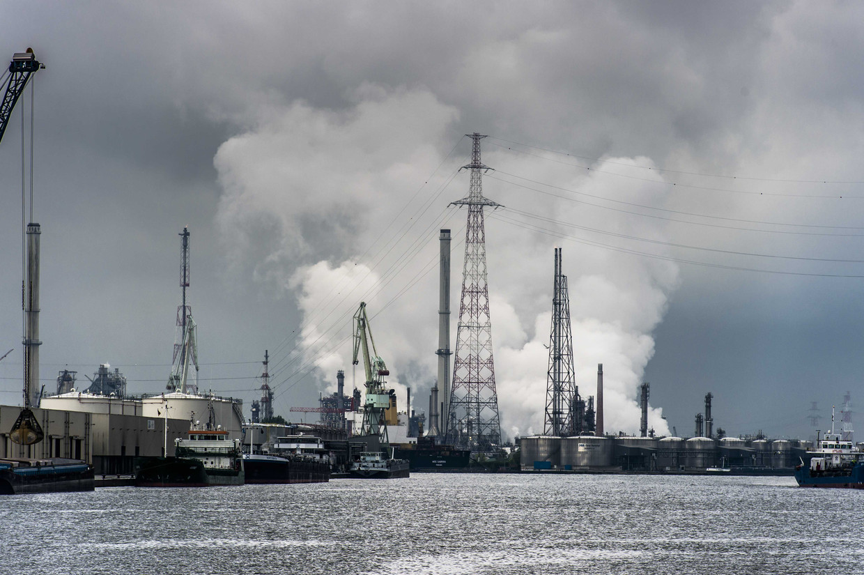 Luchtvervuiling in de haven van Antwerpen.