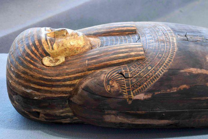 Één van de houten sarcofagen die werd gevonden in de necropolis Sakkara.