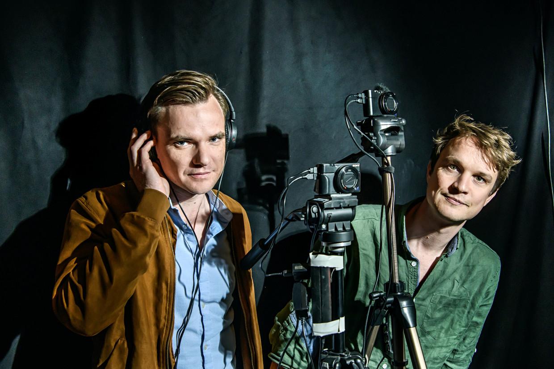 Mathias De Neve (links) en Joren Creylman. 'Wij hebben tien jaar lang ons leven gedeeld, maar we zijn uit elkaar gegaan als beste vrienden. Voor 'De mol' hoeven we niet te overleggen: we zien, denken en voelen hetzelfde.' Beeld Geert Van de Velde