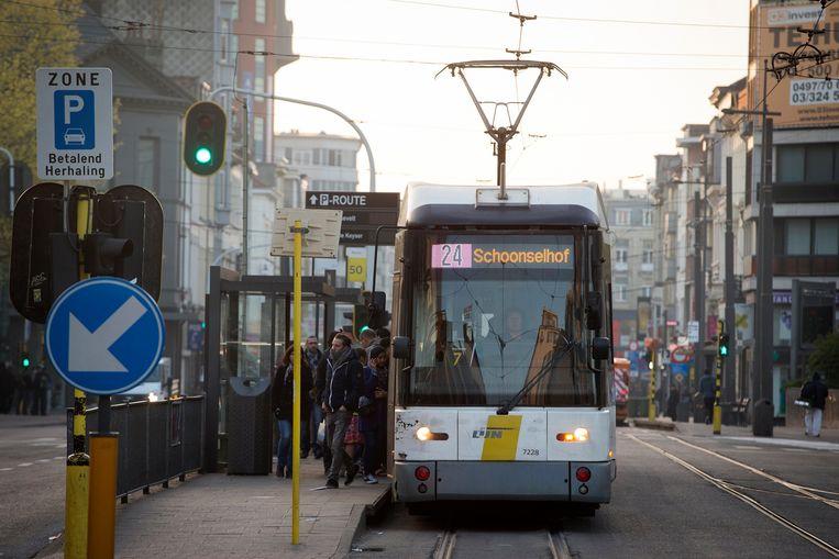 Een tram in Antwerpen Beeld Photo News