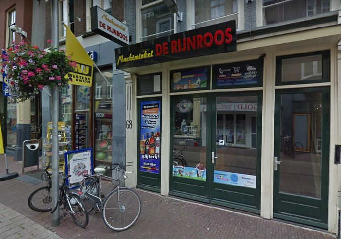 Nachtwinkel De Rijnroos in de Arnhemse Rijnstraat.
