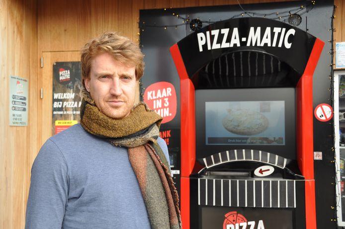 Jeroen Vandewyckele bij de allereerste Pizza-Matic, in Avelgem.