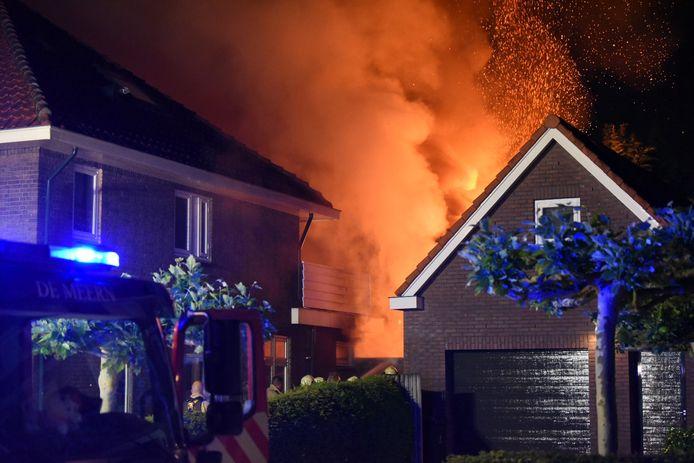 De vlammen waren tot in de wijde omgeving te zien.