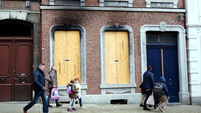 Het pand in Verviers waar het hevige vuurgevecht tussen terroristen en speciale eenheden plaatsvond. Beeld belga
