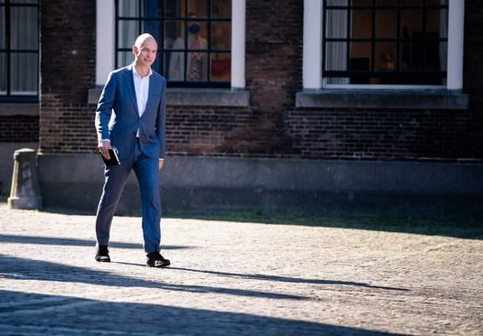 ChristenUnie-fractieleider Gert-Jan Segers arriveert voor een gesprek met informateur Hamer, VVD-leider Rutte en CDA-voorman Hoekstra.