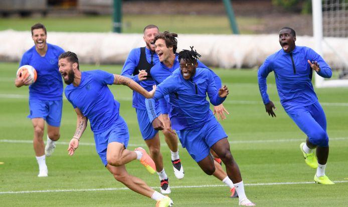 La réaction des joueurs de Chelsea après le petit pont de Giroud sur Batshuayi