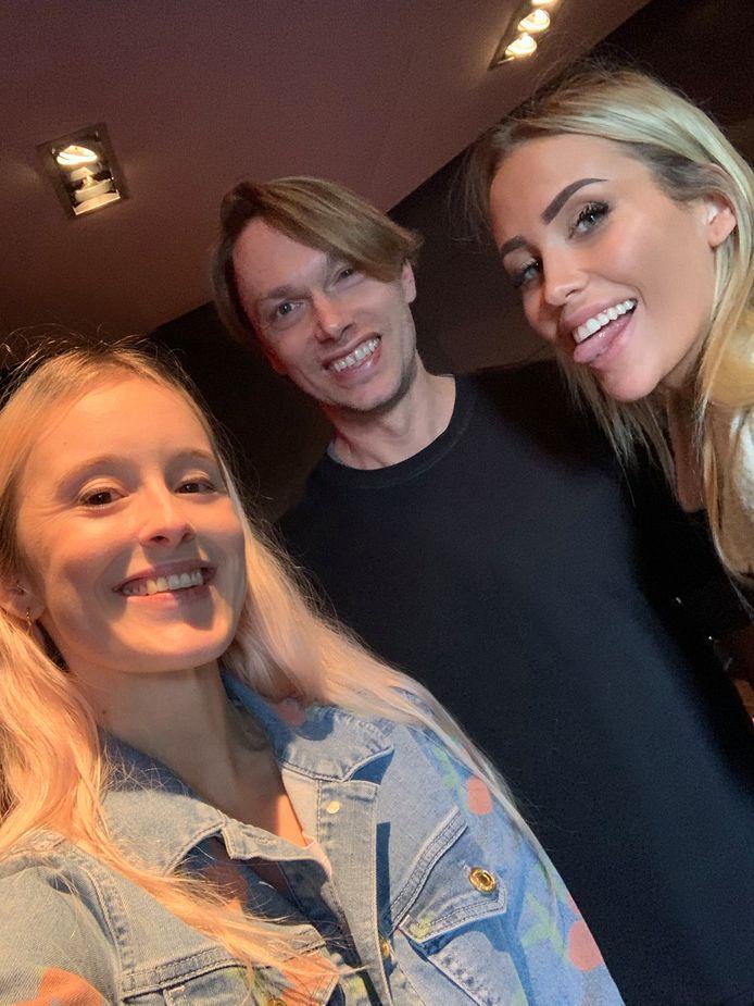 Robin gaf Anouk 'MATTN' Matton zangles voor haar nummer met Regi.