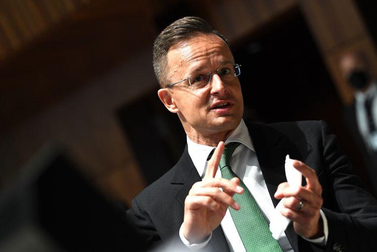 De Hongaarse minister Szijjarto van buitenlandse zaken verdedigde de recente wetswijzigingen dinsdag tijdens een EU-ministersvergadering in Luxemburg.  Beeld AP