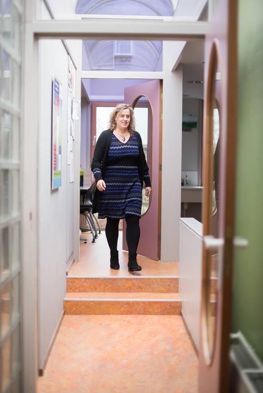 Diana Brouwer in haar geliefde dorpsschool.