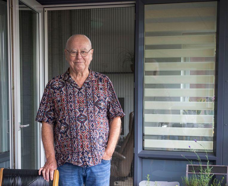 Anders Pieterse op zijn balkon. 'Helaas krijgen we steeds meer te maken vaccinatiedwang.' Beeld Werry Crone