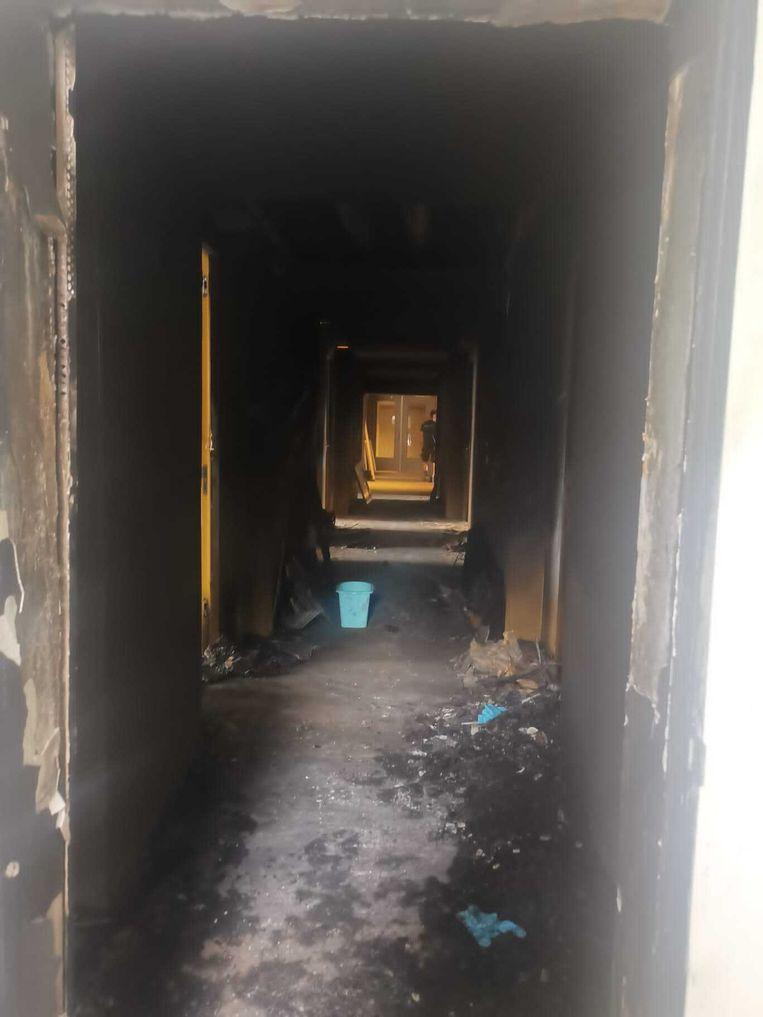 Beeld uit de verbrande flat in West. Beeld Natali Boghossian