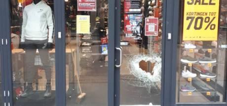 Meerdere winkelruiten vernield in Emmeloord: 'Wat een kansloze actie!'