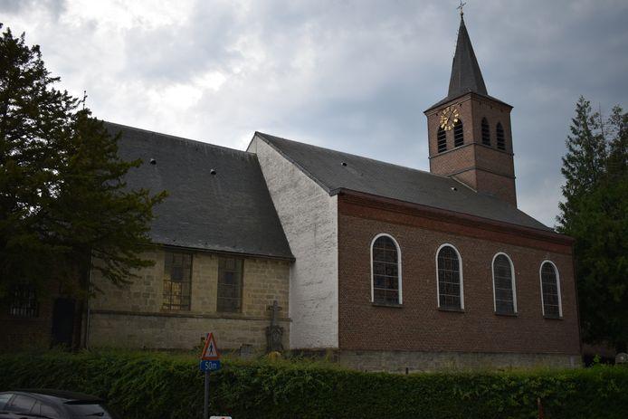 De paardenommegang start aan de Sint-Amanduskerk in Leeuwergem.