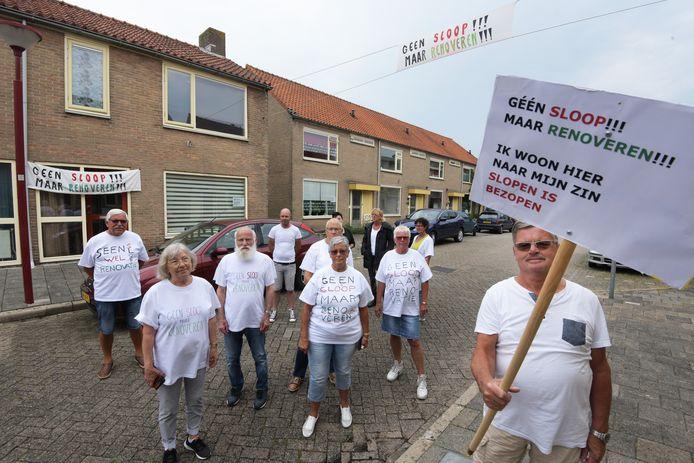 Bewoners van de Irene-, Margriet-, en Tramstraat protesteren tegen de voorgenomen sloop van hun huizen.
