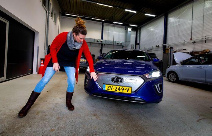 Zelf zou ze dat zilvergrijze paneel een ander kleurtje geven, maar gasttester Marleen kreeg veel complimentjes over 'haar' Hyundai Ioniq Electric.