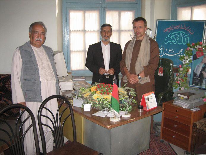 Bekenaren Sultan Ahmad Fayaz en Frank Doomen op bezoek bij de president van Onderwijs in Herat.