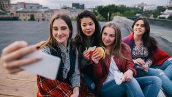 Verschil tussen vriend en beste vriend heeft te maken met 2 dingen volgens nieuwe studie