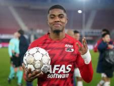 Hattrickheld Boadu geeft wedstrijdbal aan zijn vader: 'Hij zeurde al dat ik nog geen hattrick had'