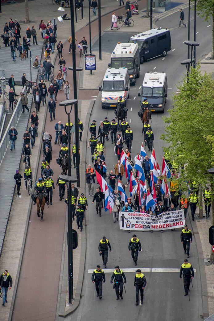 De politie was massaal aanwezig bij de demonstratie van Pegida.