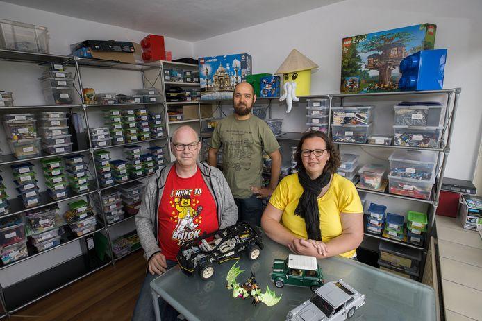 Luc Jacobs, Tjalf van Schaik en Rianne Buijs runnen stichting legotheek de Kempen.