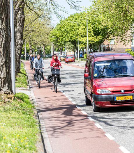 Deze straat in Zwolle is verworden tot drukke sluiproute, maar geld en noodzaak om in te grijpen ontbreken