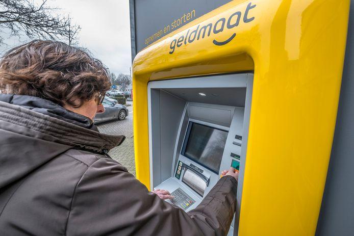 Sinds 1 oktober is Geldmaat verantwoordelijk voor alle automaten in Nederland. Dat leidt tot problemen voor ondernemers; ze kunnen geregeld niet storten. Foto ter illustratie.