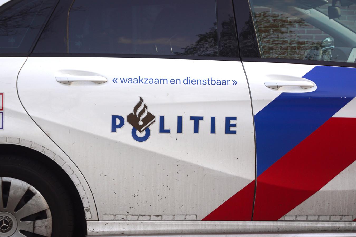 Een politiewagen tijdens een inzet.