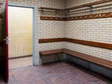 Voetbaltrainer filmt naakte en masturberende jongens in kleedkamer: twee jaar celstraf en schadevergoeding