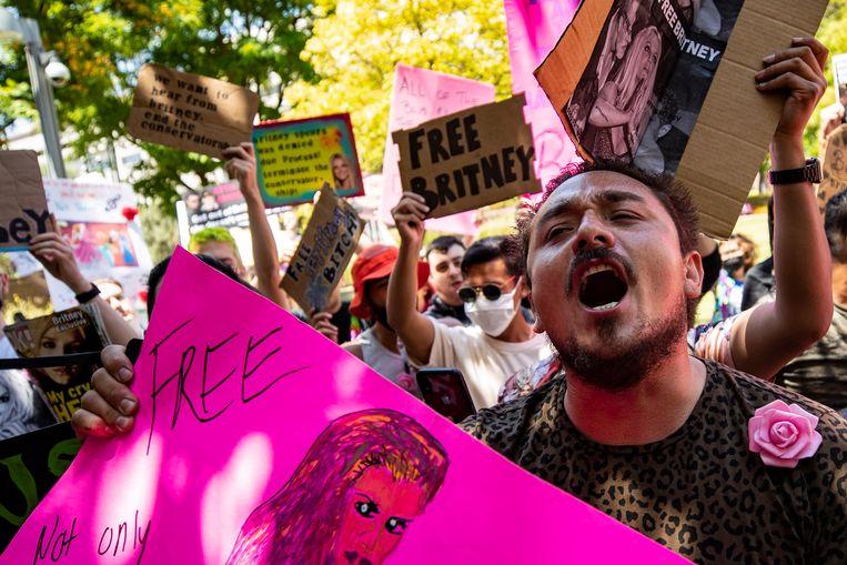 Fans van Britney Spears voor de rechtbank in Los Angeles. Beeld EPA