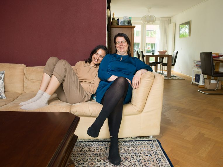 Martine Roest (53) en dochter Nadine Febranof (24) Beeld Ivo van der Bent