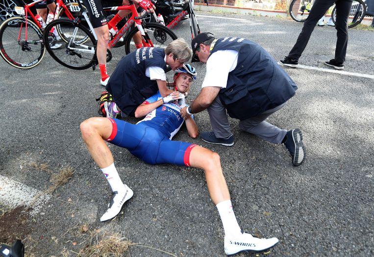 Niki Terpstra na de valpartij waardoor voor hem de Tour voorbij is.  Beeld AP