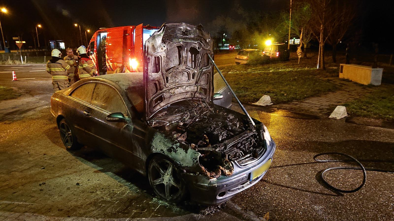 Mercedes uitgebrand in Ede